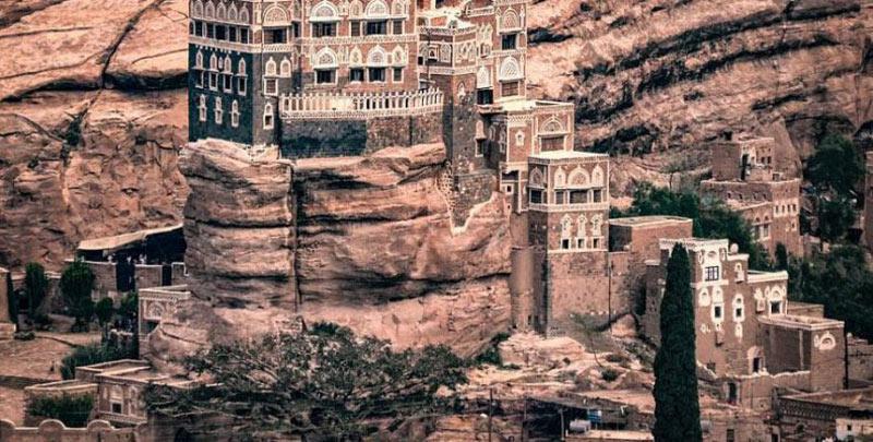 Παλάτι χτισμένο πάνω σε βράχο από το 1920